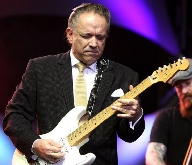Jimmie Vaughan Sets Stage for Gig With Great Guy